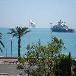 même un beau yacht !!!vue de la chambre