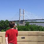 Observing the new bridge with a freestanding viewer (free charge, too.)