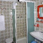Shower room with toilet and bidet