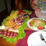 Tabla Tierra Mar and mixed salad