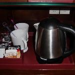 Hot water kettle and coffee/tea