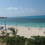 Esta es la playa en frente del hotel.