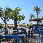 die Enoteca mit Blick auf Strand und Altstadt