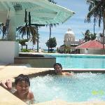 jacuzzi/pool