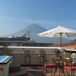 Imponente Volcán de Agua desde nuestra terraza