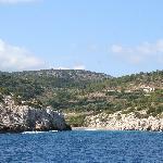 vieuw to Auberge Kalopetri from the boat to Chalki