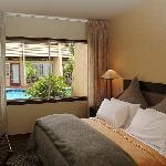 1 bedroom poolside