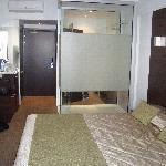 Dusche im Zimmer integriert:-)