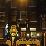 Night shot of Hotel Zandbergen