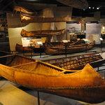 歴史的にも価値が高いカヌーを展示