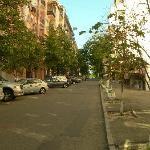 La rue montante vers l'hôtel