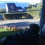 mirando el lago nahuel Huapi