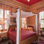 Mendenhall- First Floor, Queen Bed