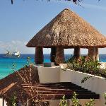El Taj Oceanfront & Beachside Condos Hotel