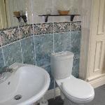 Loo and sink in bathroom!