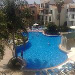 vista de la piscina principal desde la habitacion