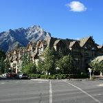 Hotel mit Pyramid Mountain