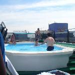 Piscina del hotel con agua temperada