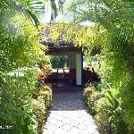 Sicht aus Garten auf Restaurant