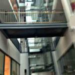 Eingangspartie mit Lift zur Reception