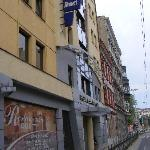 Das Hotel von der Straße aus gesehen