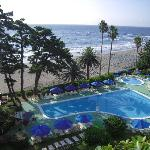 部屋のテラスからの景観。「今井浜」がまるでプライベート・ビーチのように錯覚してしまいます。