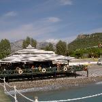 Strandbar mit Taurusgebirge