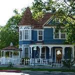 AN OLD PRESCOTT HOUSE