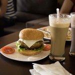 burger & shakes
