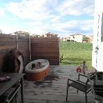 La terrasse avec le jacuzzi