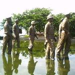 statue of Gen. Douglas Mac Arthur & his men