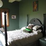 bedroom single queen