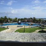 Blick aus dem Restaurant auf den Pool