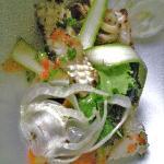 Calamars au citron confit juste saisies à la plancha, salade végétale croquante