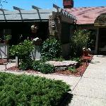 Hilltop Inn Guest House and Suites Restaurant