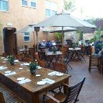 It's Italia outdoor courtyard
