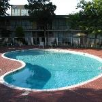 Photo of Super 8 Meadow Wood Courtyard