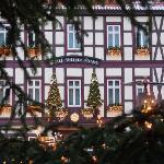 Weisser Hirsch - Fassade zu Weihnachten