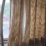 ボロボロカーテン