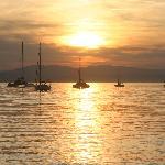 Le soleil se lève sur le port