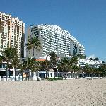 Hotelansicht vom Strand