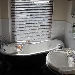 Fraser Room e/s Bathroom