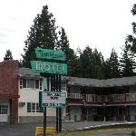 The front of the newly painted motel.