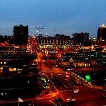 """Blick aus Hotel auf Plaza mit """"Thanksgiving-Beleuchtung"""""""