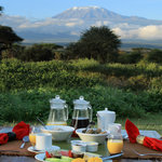 At Tawi Lodge, breakfast with view of the Kilimanjaro