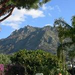 Vista sul Monte Epomeo dal giardino