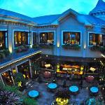 Restaurant and Courtyard