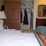 Closet & Wardrobe