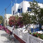 rechts das Hotel mit Blick zur Strandpromenade und Strand
