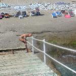 Strand und trepe zum brücke wo mann ins mehr gehen kann.nichts für kinder.